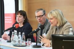 Anne Blume und Dr. Nico Niedermeier, Diskussionsforum Depression e.V., Birgit Oehmcke, Aktionsbündnis Seelische Gesundheit (v.l.n.r.)